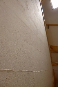 壁の珪藻土は職人の手作業仕上げ