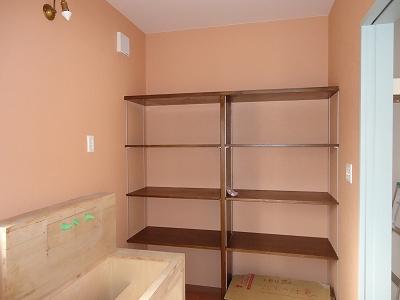 洗面:可動棚製作 手前は洗面化粧台