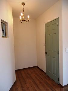 トイレドアは緑色です