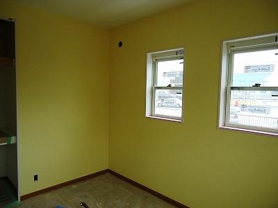 洋室:この部屋は壁全部薄い黄色です かなりいい色です!