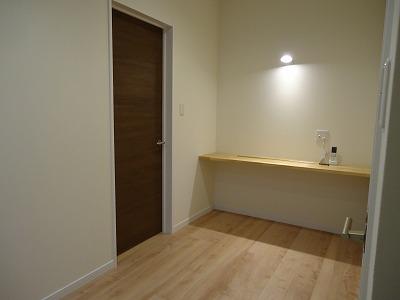 ここは一室ではありません!空間を有効活用し2階ホールは家族のライブラリスペース