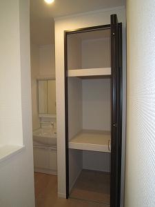 2F収納:廊下の収納は注文住宅の特権ですね