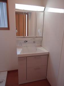 洗面:TOTOサクア右の壁に汚れ防止のパネル貼ってます