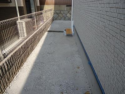 邸外周囲:コンクリートを打ちます