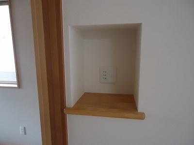 FAX電話を置くスペース:階段の下を利用して掘り込みました