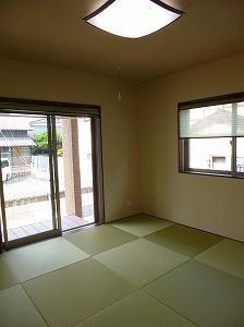 広い和室はオシャレな琉球畳
