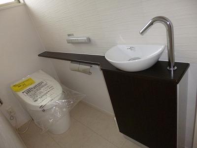 トイレは清潔感のある上品なエコカラット