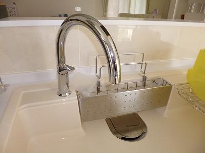 キッチン水洗はセンサーに手をかざすだけでラクラク操作